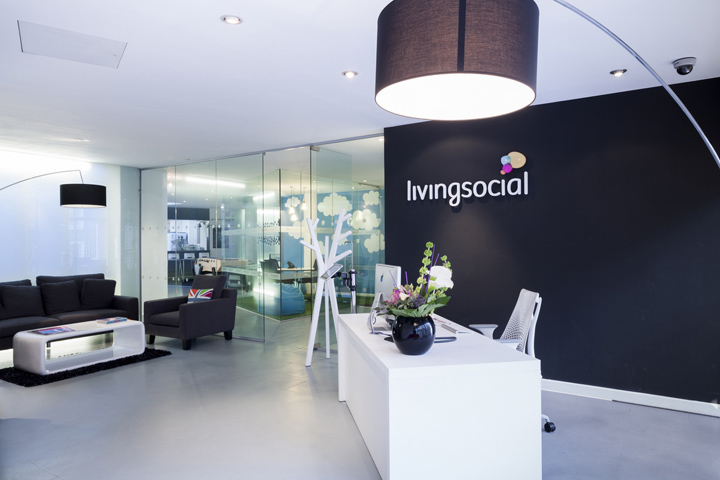 Livingsocial office by the interiors group london for London design group