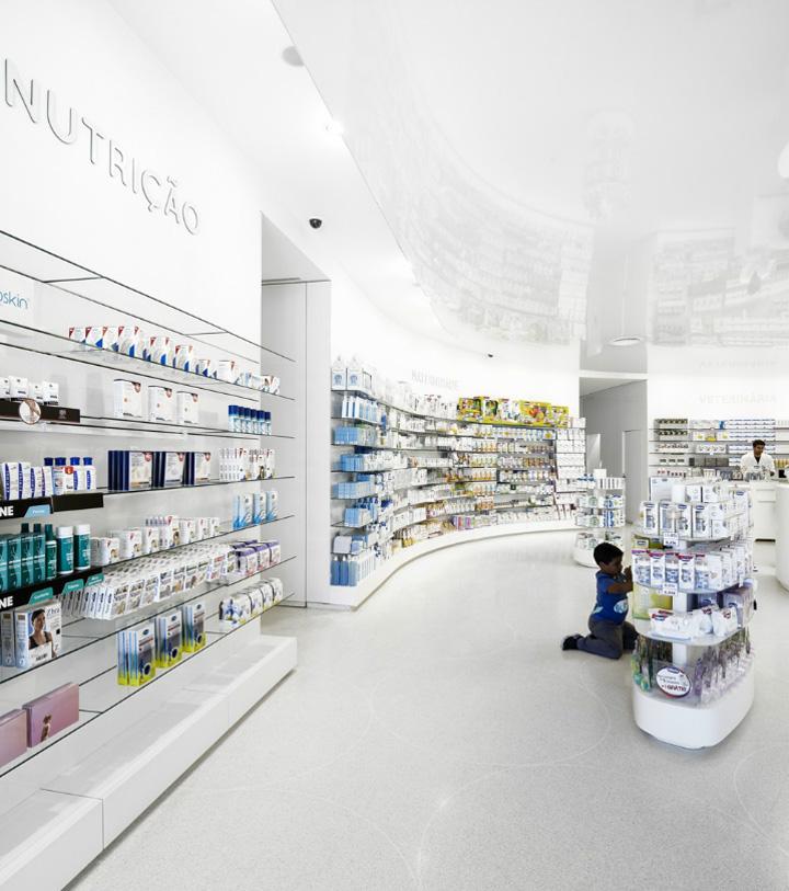 Lordelo pharmacy by jos carlos cruz vila real portugal for Modern pharmacy design