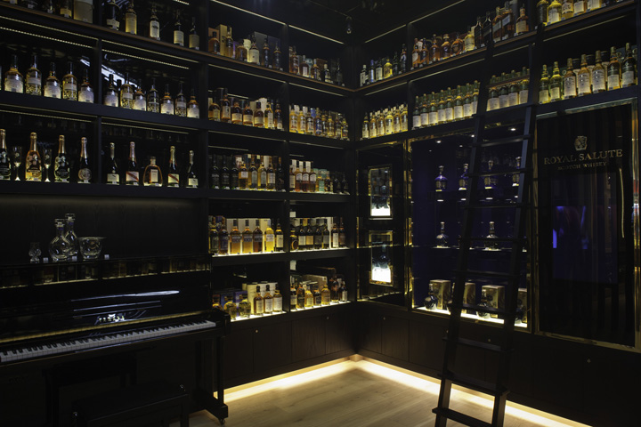 the whisky shop flagship store by gpstudio london. Black Bedroom Furniture Sets. Home Design Ideas