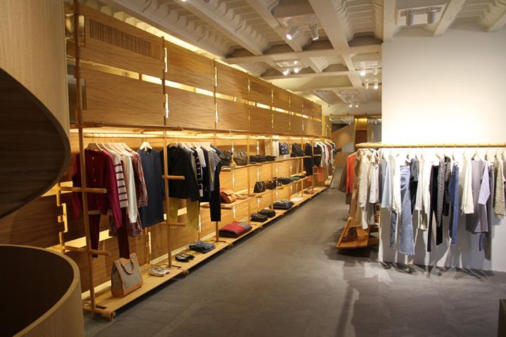 A p c store by laurent deroo paris retail design blog - Showroom point p paris ...