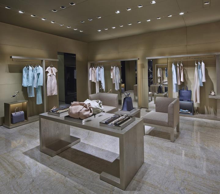187 Giorgio Armani Store Paris