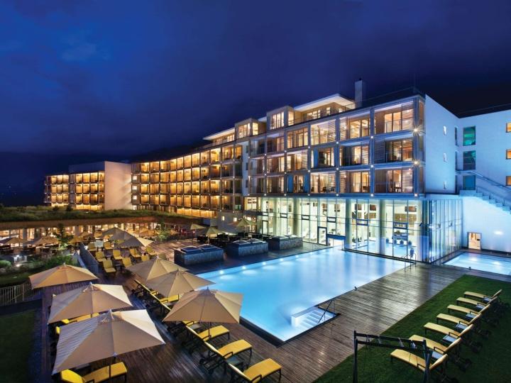 Kempinski das tirol hotel jochberg austria retail for Hotel design tirol