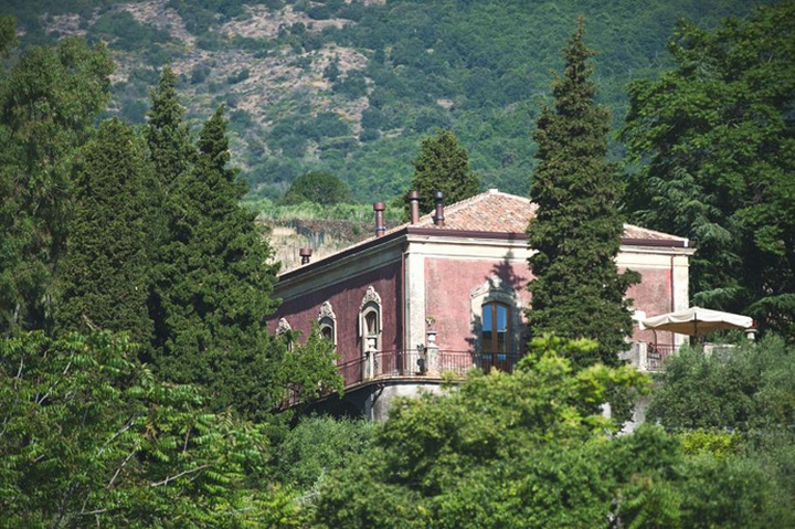 Monaci delle terre nere boutique hotel sicily italy for Charming small hotels italy