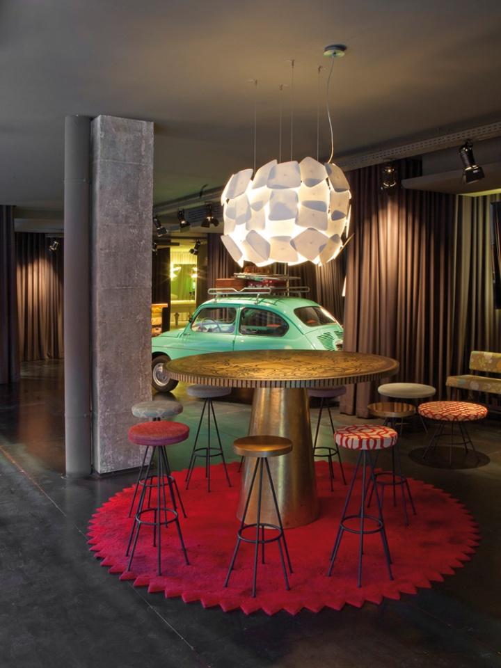 Chic basic ramblas hotel by lagranja barcelona retail for Hotel chic decor