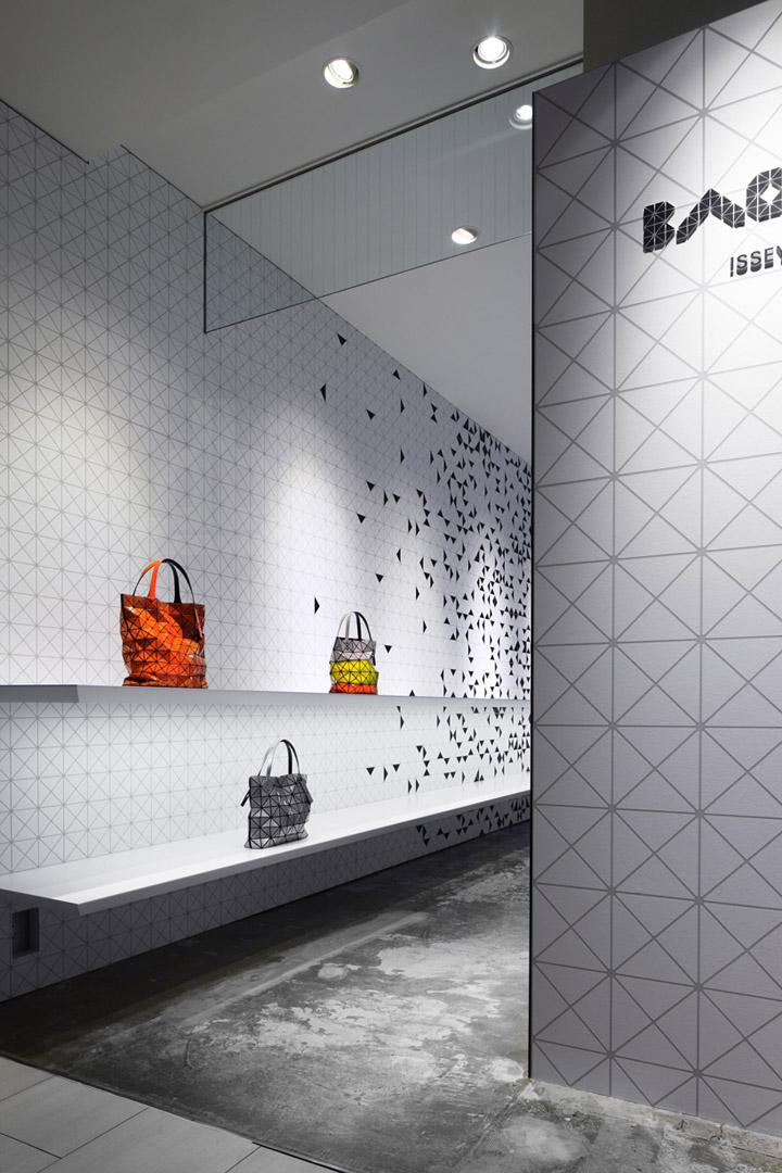 491f0b3058 Interactive interior facade at Issey Miyake Shinjuku by Moment ...