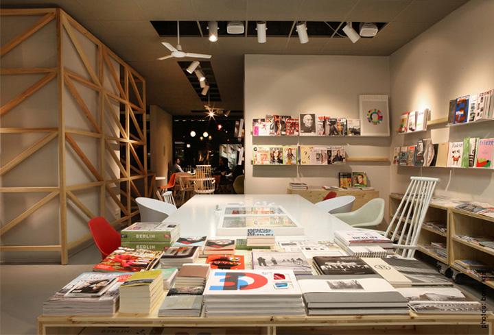 westberlin coffeebar mediashop berlin. Black Bedroom Furniture Sets. Home Design Ideas
