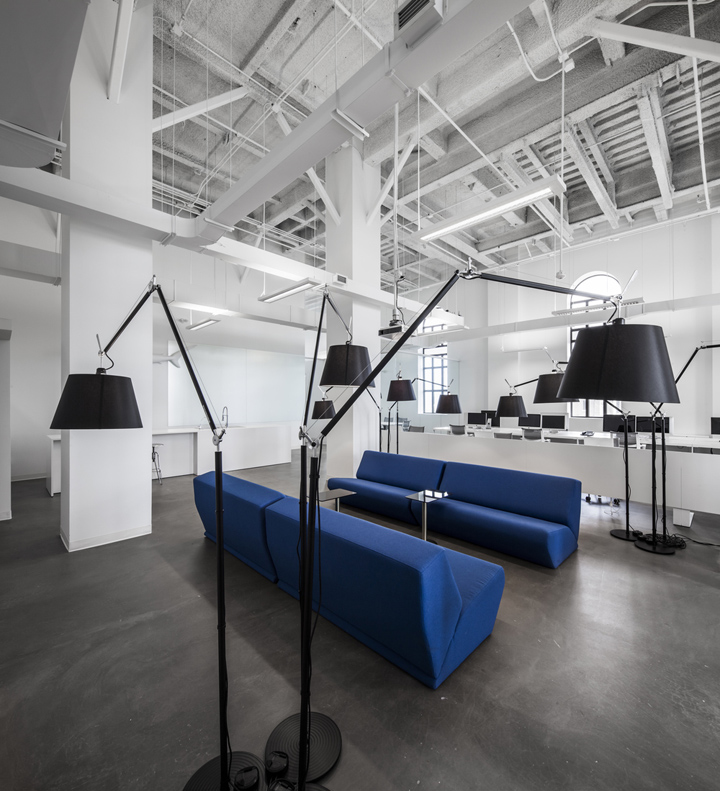 Blue communication office by jean guy chabauty anne for Office design blue