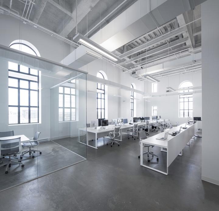 » BLUE Communication Office By Jean Guy Chabauty & Anne