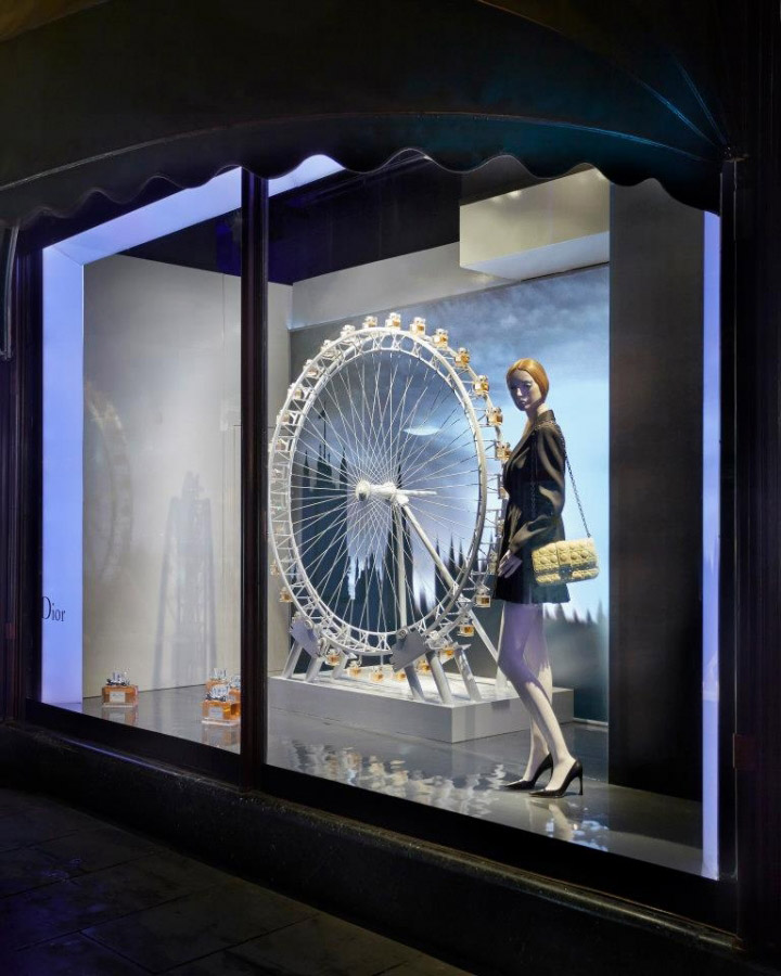 Dior visual merchandising at harrods london retail for Window design visual merchandising