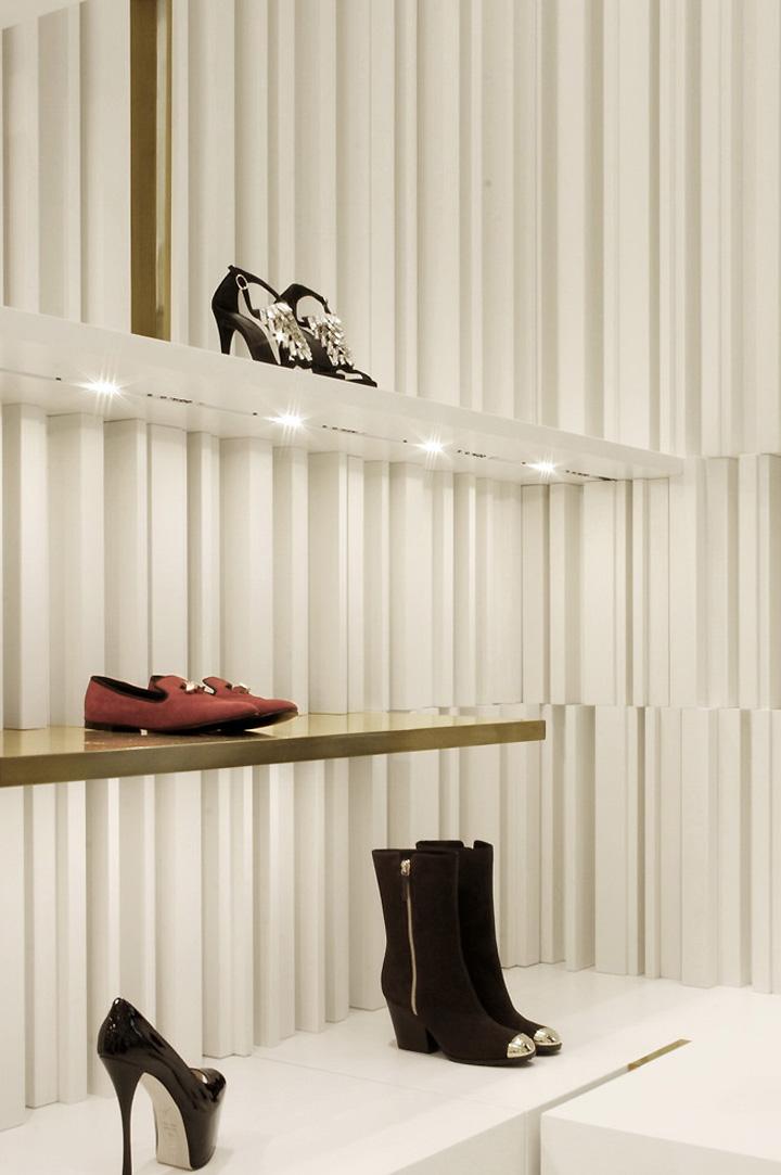 Giuseppe zanotti design boutique by nuovostudio milan for Zanotti arredamenti