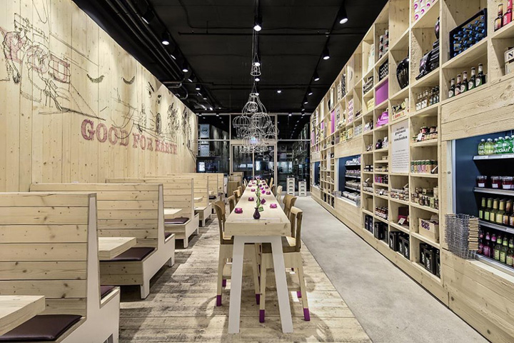 wooden store interiors wakuwaku dammtor by ippolito fleitz group hamburg retail design blog. Black Bedroom Furniture Sets. Home Design Ideas