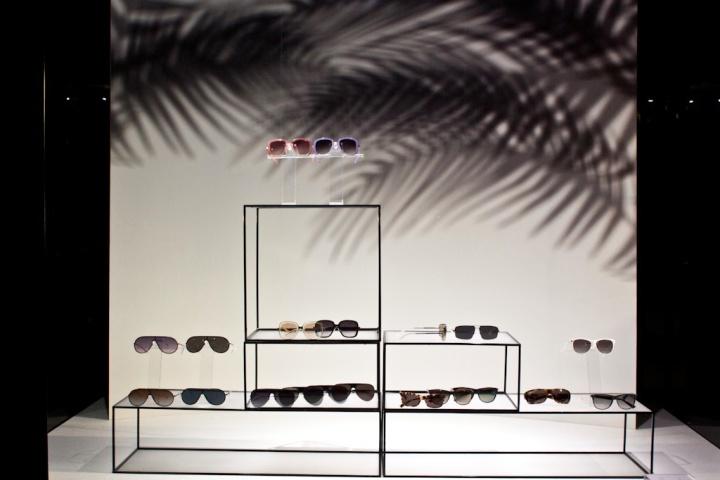 2013年,米兰阿玛尼_周子橱窗 vmd设计创意