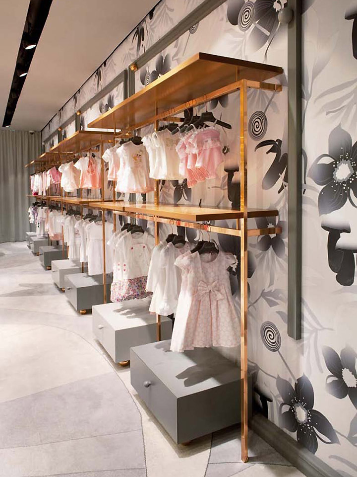 Bambini children s boutique by denis kosutic vienna for Boutique wall displays