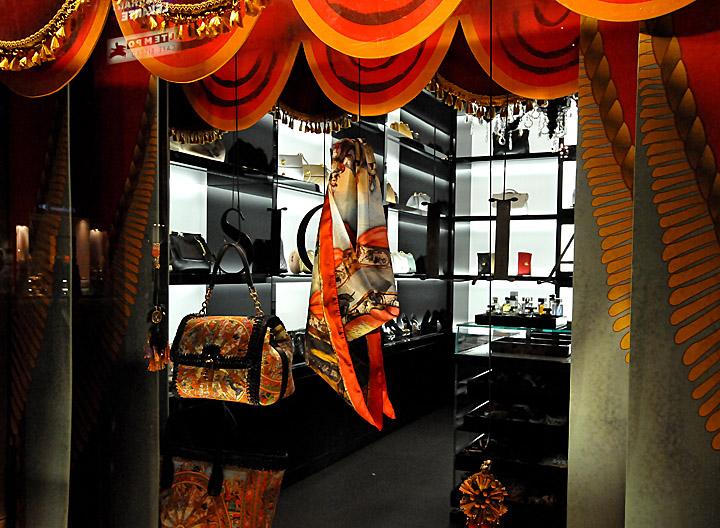 Dolce gabbana windows 2013 vienna retail design blog for Mobilia eaton