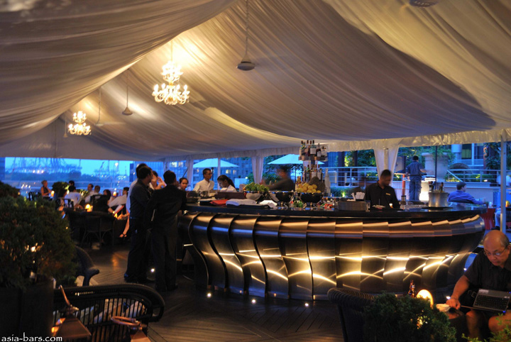 Rooftop bars lantern bar at the fullerton bay hotel for Design hotel singapore