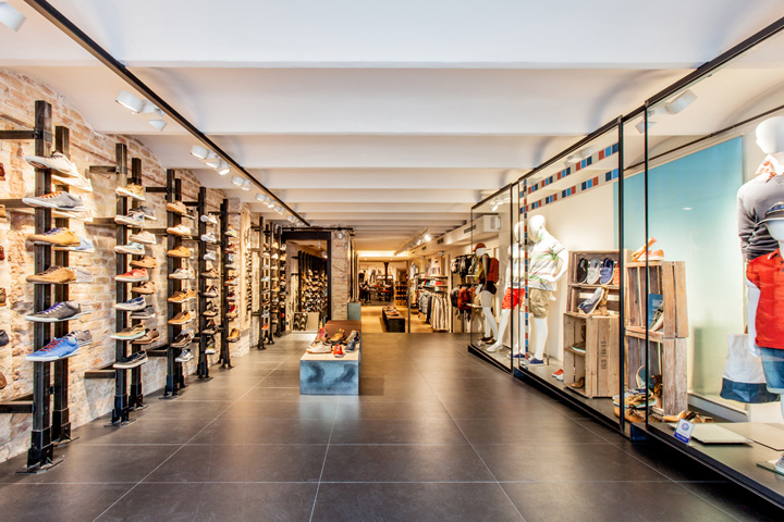 Timberland store by green room barcelona for Green room retail