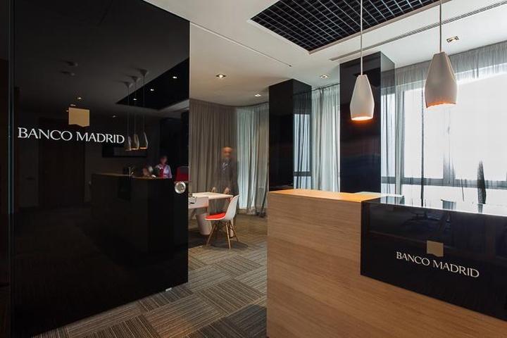 Banco madrid office by stefano colli marset valencia for Design hotel valencia spain