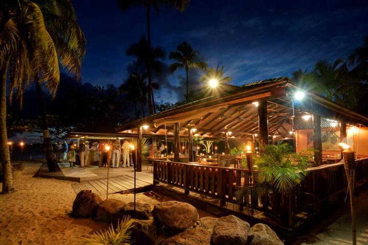 Beach bars calabash hotel beach bar st george s for Beach bar design
