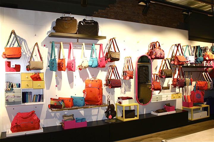 Catbag store by AM Asociados, Barcelona – Spain » Retail Design Blog