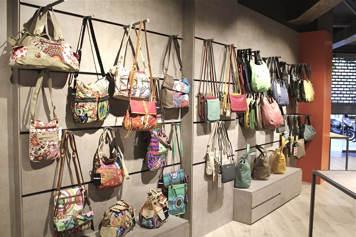 Catbag store by am asociados barcelona spain - Superstudio barcelona ...