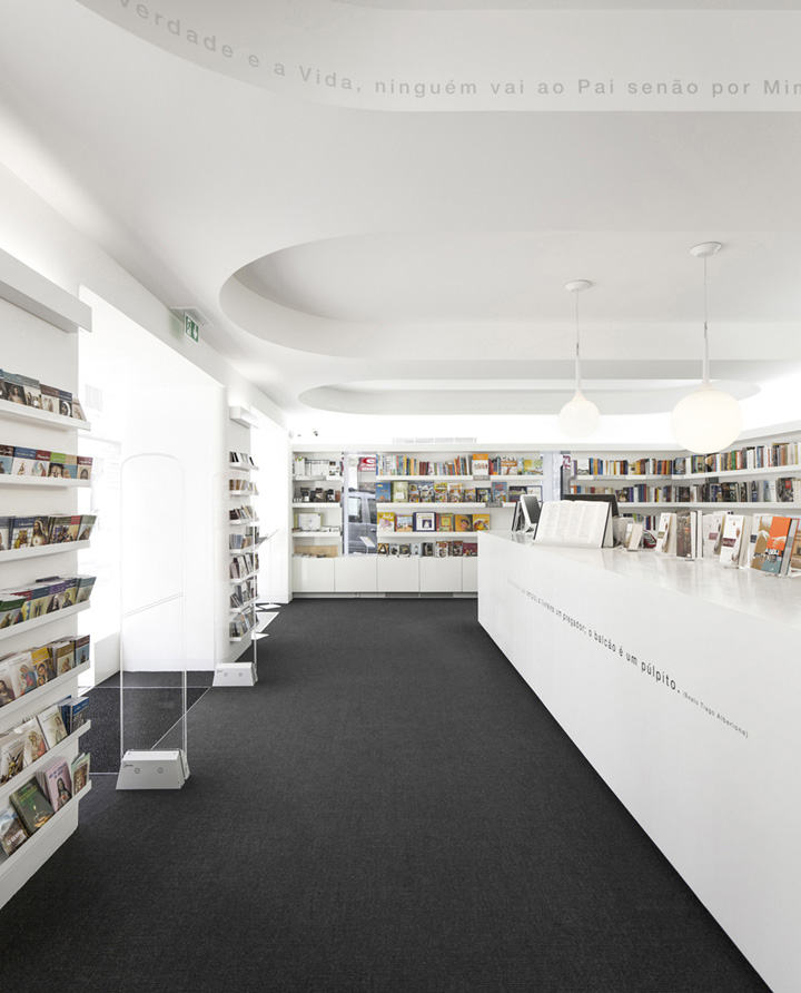 Paulus bookshop by site specific arquitectura lisboa - Arquitectura pereira ...