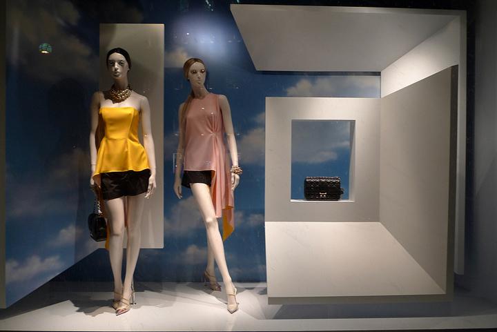 迪奥橱窗展示柜设计图片