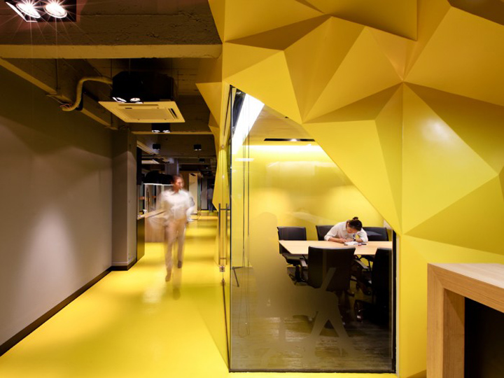Klique desk coworking office by studio of design and for Color design hotel