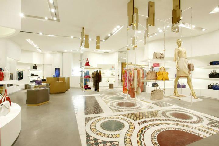 » Versace boutiqu...