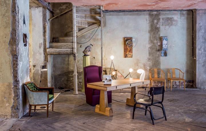 between time pop up showcase berlin germany retail design blog. Black Bedroom Furniture Sets. Home Design Ideas