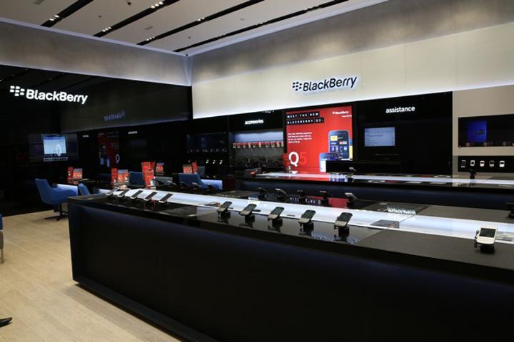 BlackBerry flagship store by Pope Wainwright, Dubai – United