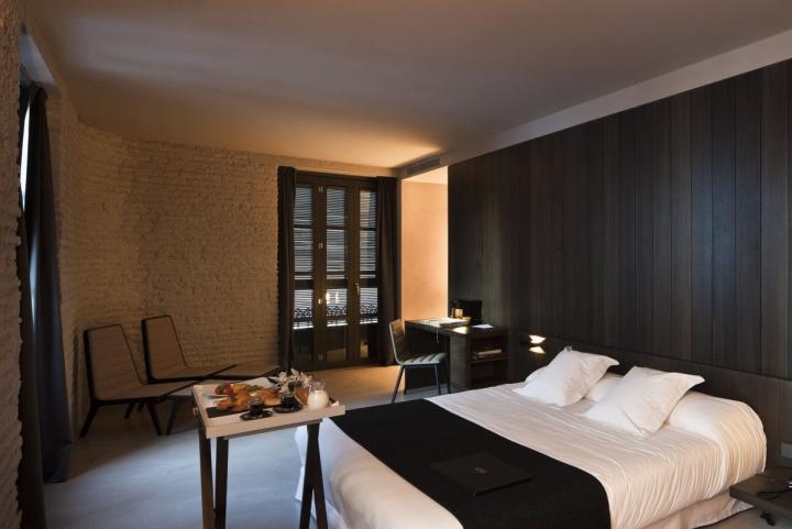 Rustic hotels caro hotel by francesc rif studio for Hotel design studio