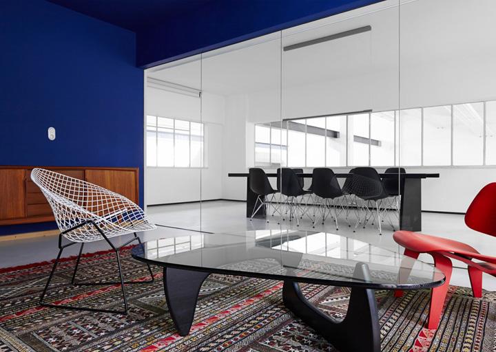 halle a offices by designliga munich germany retail design blog. Black Bedroom Furniture Sets. Home Design Ideas