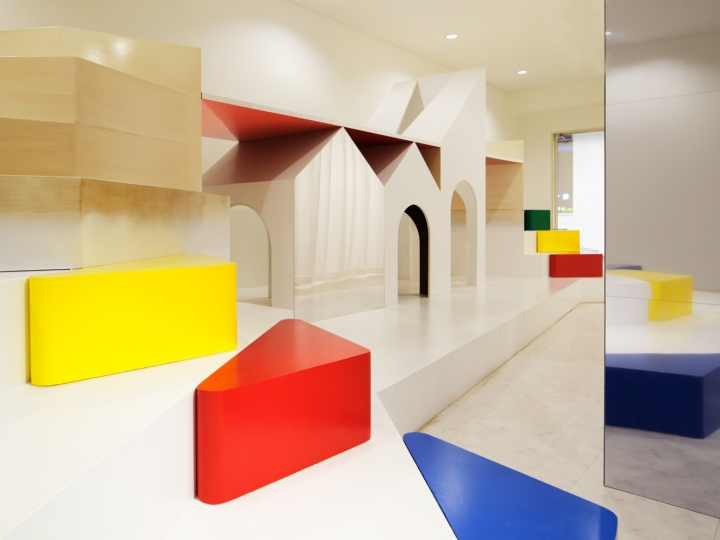PIXY HALL kindergarten by Moriyuki Ochiai Architects ...