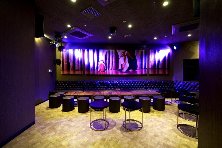 what is a karaoke bar