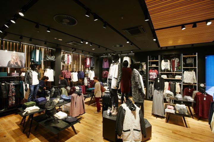 Vero Moda Flagship Store at Alexa Mall by Riis Retail, Berlin
