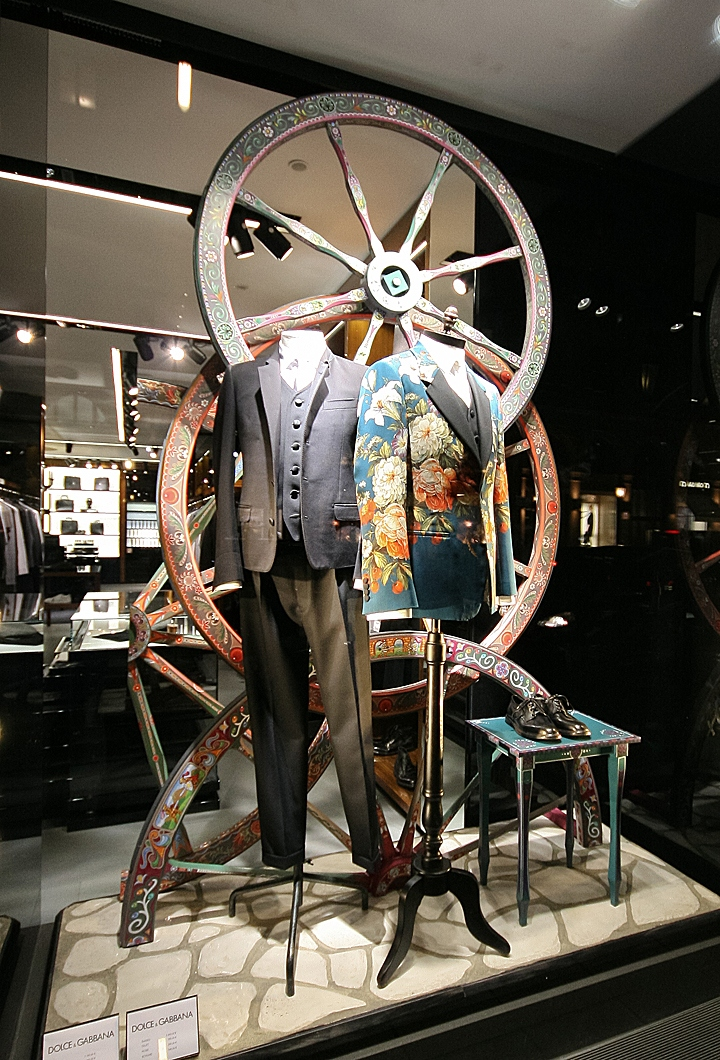 dolce gabbana windows 2013 autumn munich germany retail design blog. Black Bedroom Furniture Sets. Home Design Ideas