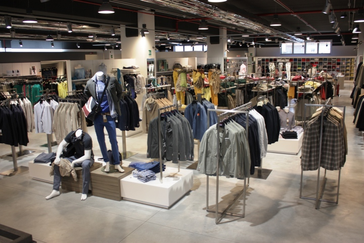 Ipermoda factory mega store by inside pescia pisa for The arrangement furniture store