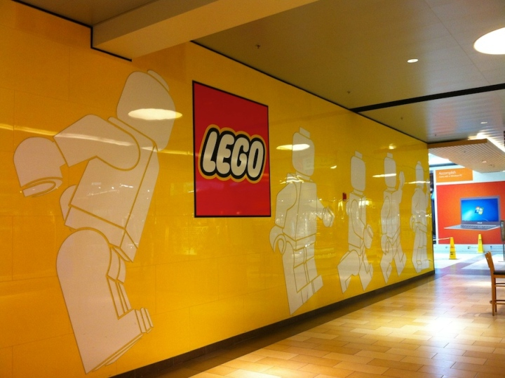 Hotels In Seattle >> TOY STORES! LEGO store, Delaware » Retail Design Blog