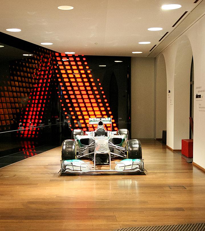 Mercedes showroom munich germany retail design blog for Interior design munich