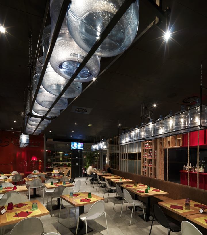 http://retaildesignblog.net/wp-content/uploads/2013/11/Pizzikotto-restaurant-by-Andrea-Langhi-Reggio-Emilia-Italy-05.jpg