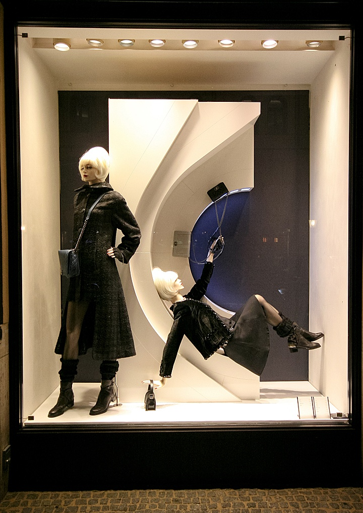 chanel windows 2013 autumn munich retail design blog. Black Bedroom Furniture Sets. Home Design Ideas