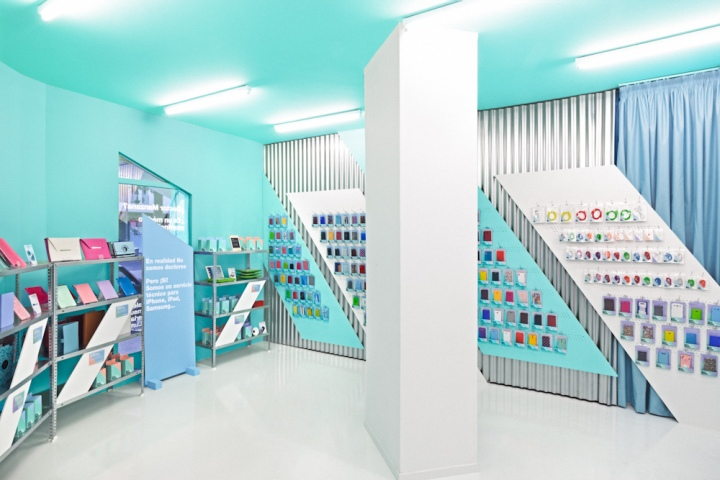 Doctor Manzana mobile store by Masquespacio, Valencia – Spain ...