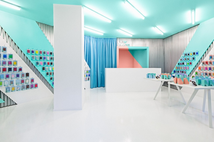 Doctor manzana mobile store by masquespacio valencia for Mobel onlineshop design