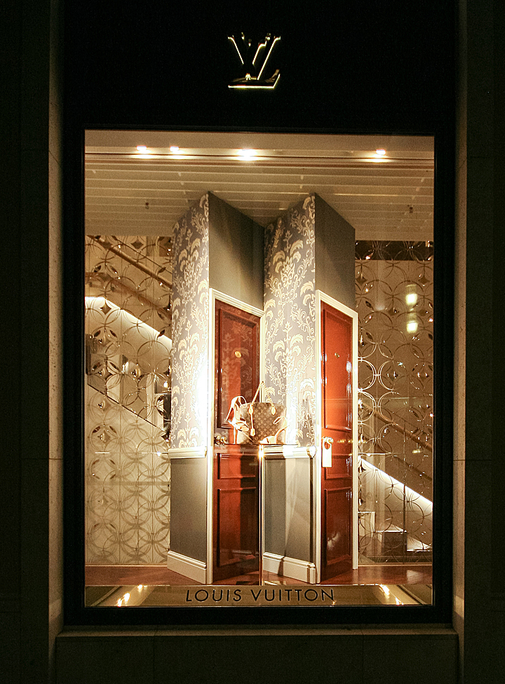 louis vuitton windows 2013 autumn munich germany. Black Bedroom Furniture Sets. Home Design Ideas