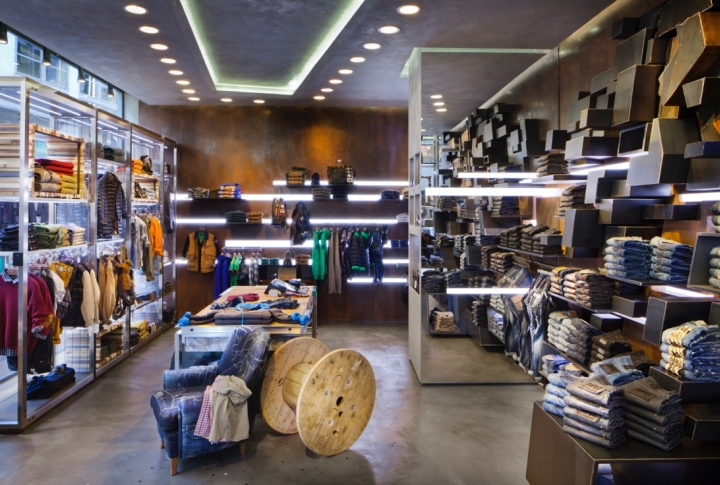 Roxy Clothing Store