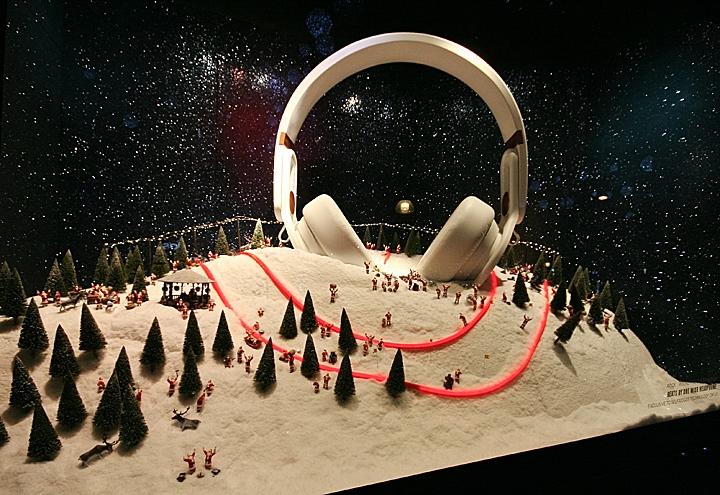 Selfridges-Christmas-Shop-Windows-London-03