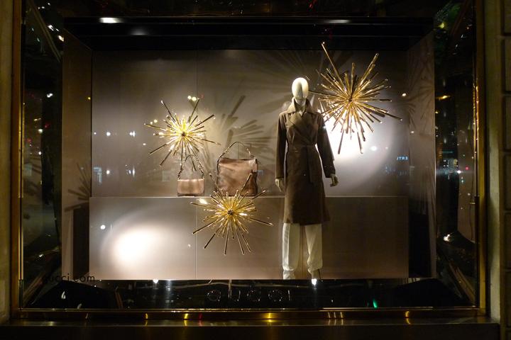 Gucci christmas windows paris retail design blog for Window design visual merchandising