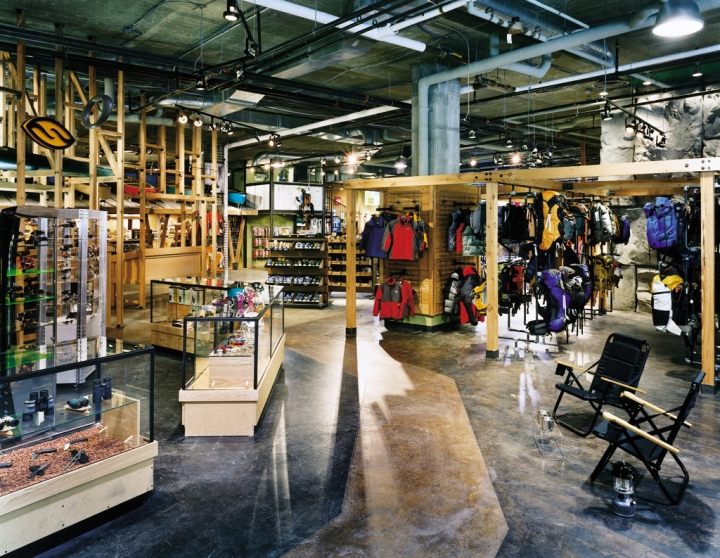 187 Hudson Trail Outfitters Store By Core Architecture