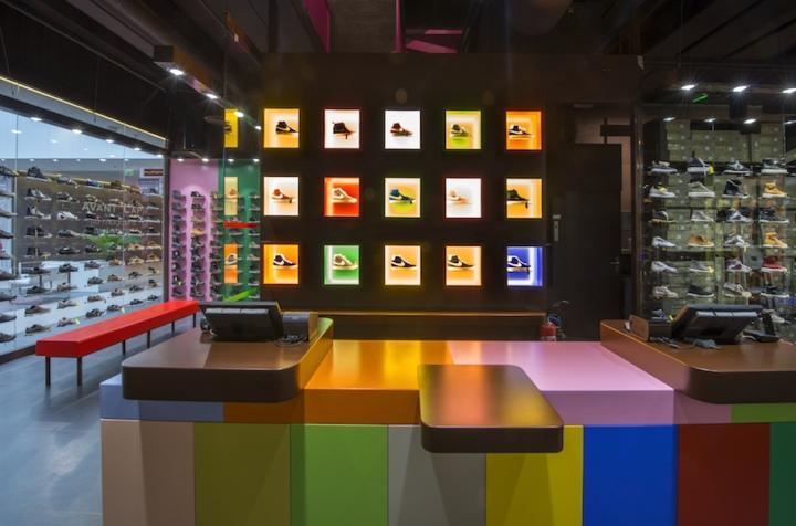 hylton store at plan de campagne by maurice padovani cabri s france. Black Bedroom Furniture Sets. Home Design Ideas