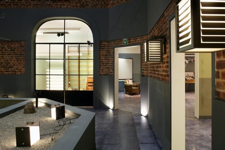 Furniture showrooms modular academy showroom roeselare - Modular lighting paris ...